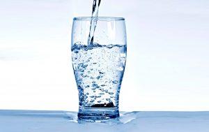 فواید بی نظیر نوشیدن آب در ابتدای صبح و ناشتا
