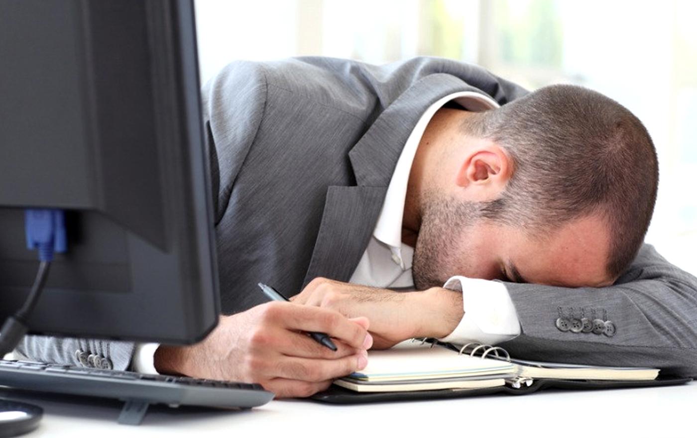 چرا بعد از گذراندن تعطیلات باز هم احساس خستگی میکنیم؟
